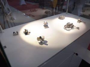 romani la targ bijuterii